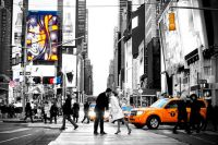 Hochzeitspaar küsst sich in Straßen von New York - Heiraten in New York